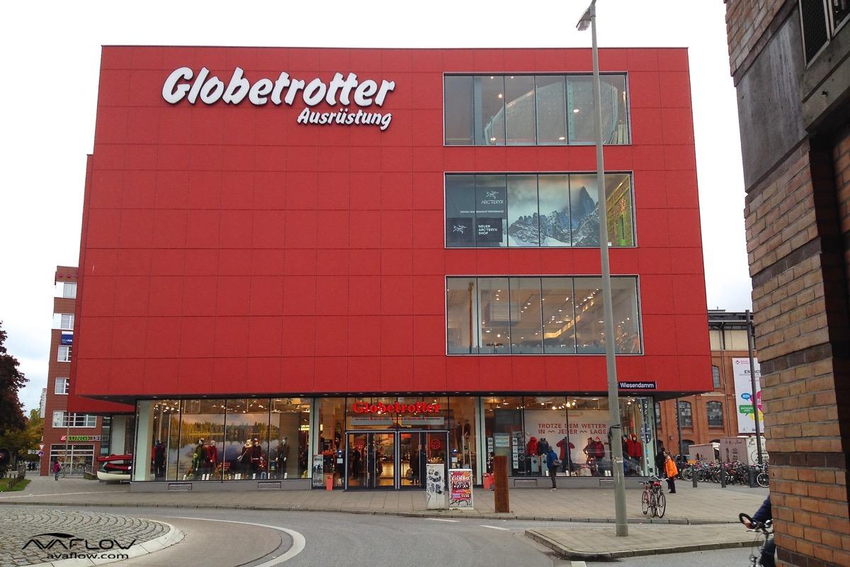 e-Plakat bei Globetrotter-Store Hamburg