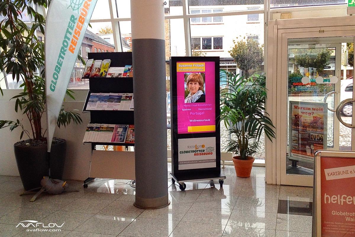 e-Plakat V176 mit mobiler Nutzung bei Globetrotter Pinnberg